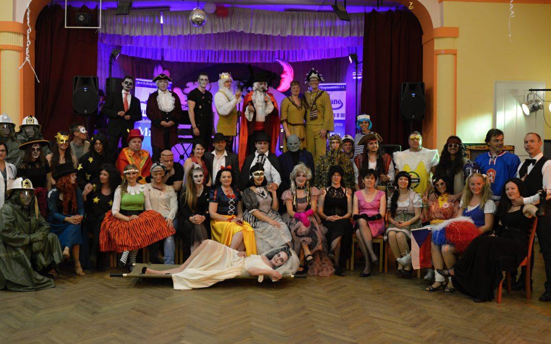 Taneční projekt KOST (Kurs Obnovy Společenských Tanců) byl v Hrobu grandiózně zakončen MAŠKARNÍM V HROBU!
