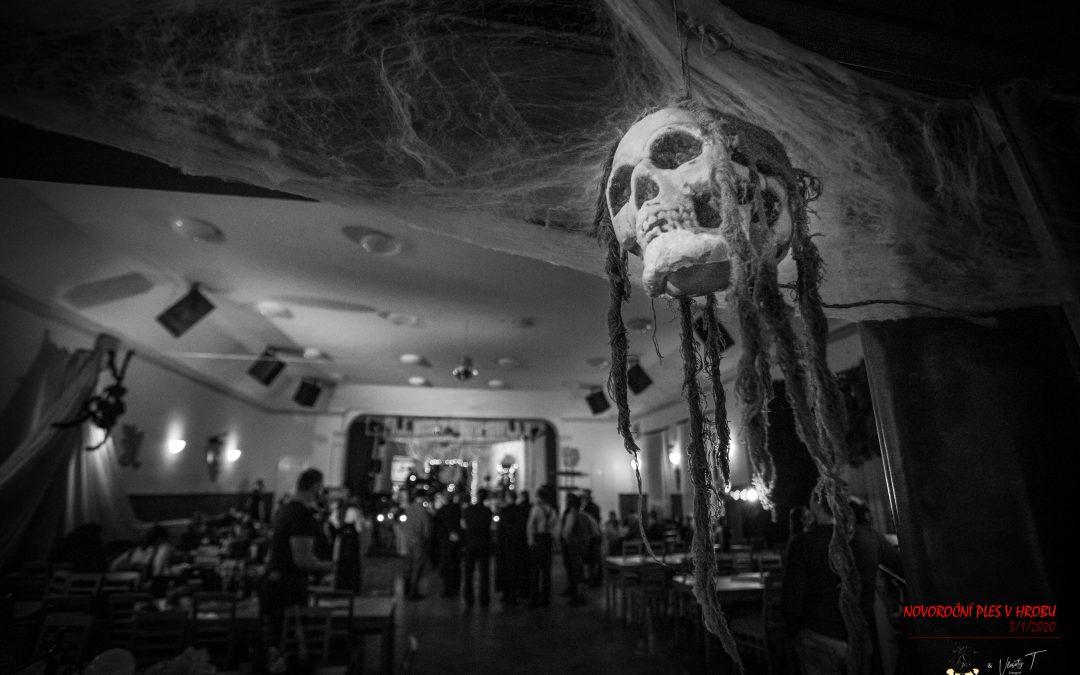 Novoroční ples duchů a strašidel
