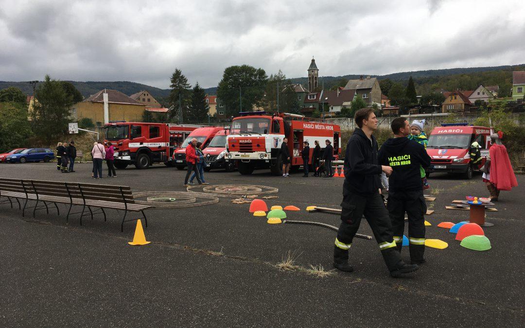 Křest nového hasičského auta v Hrobu